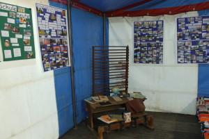 Ausstellung Schulbank aus vergangenen Zeiten